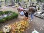 SKC - Porządkowanie zaniedbanych mogił na cmentarzu